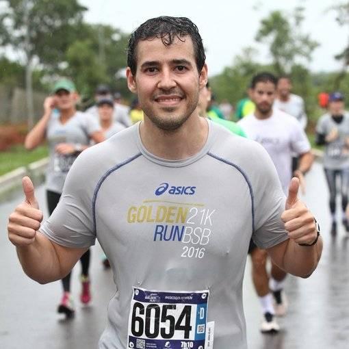 Compre suas fotos do evento Asics Golden Run Brasília no Fotop