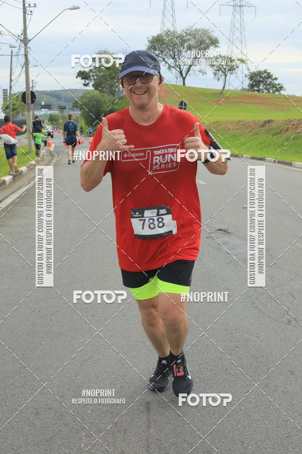 Buy your photos at this event Santander Track & Field Run Series - Iguatemi Campinas on Fotop