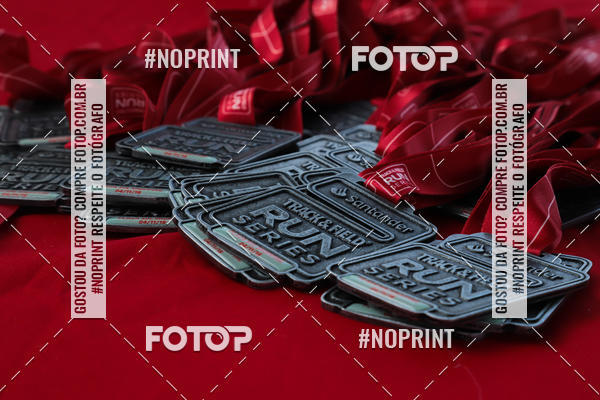 Buy your photos at this event Santander Track & Field Run Series - Plaza Sul - Jardim Botânico on Fotop