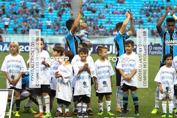Buy your photos at this event Crianças no campo GrêmioXSão Paulo 15/11/2017 on Fotop