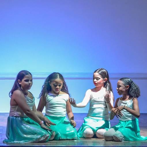 Apresentação de dança  da Escola Uruguai na Escola Rainha do Brasil on Fotop