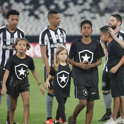 Botafogo x Bahia - Nilton Santos - 02/05/2019 on Fotop