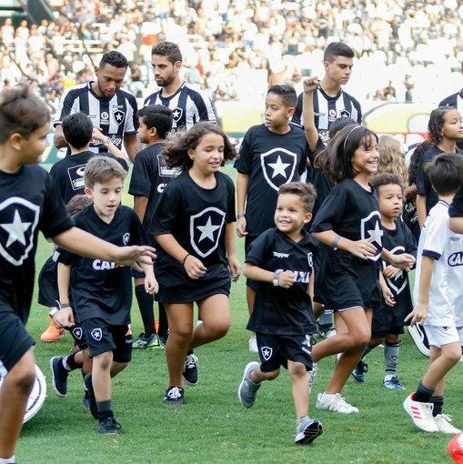 Botafogo x Fortaleza - Nilton Santos - 05/05/2019 on Fotop