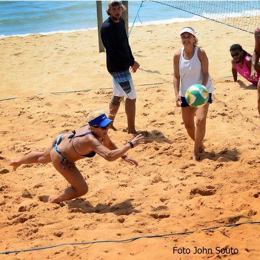 Treino de vôlei de Praia no Jardim de Alah on Fotop