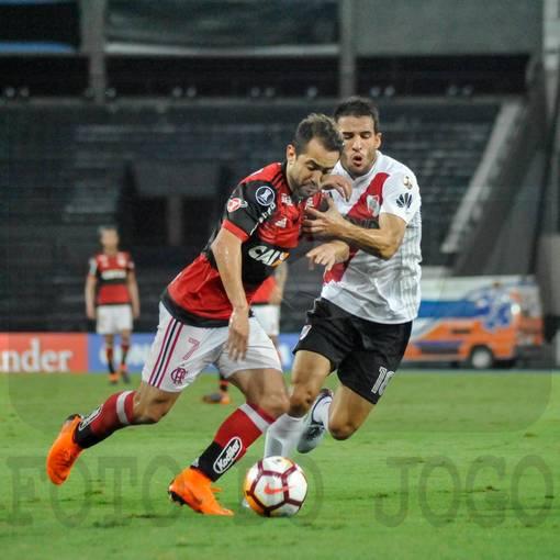 Compre suas fotos do evento Flamengo 2x2 River Plate - Libertadores 2018  no Fotop