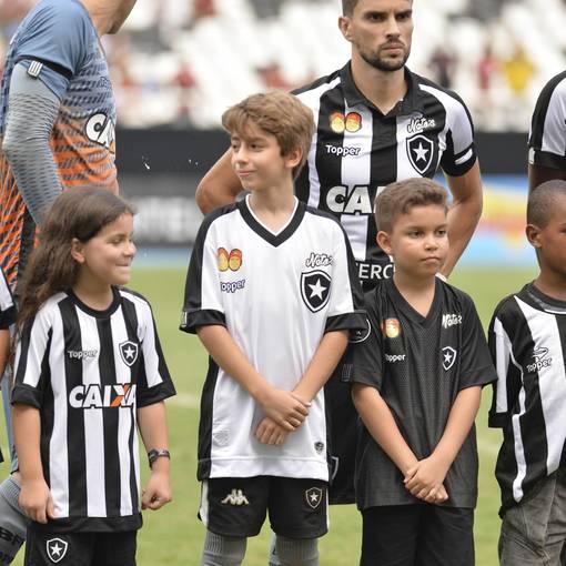 Compre suas fotos do evento Flamengo X Botafogo - Estádio Nilton Santos - 03/03/2018 no Fotop